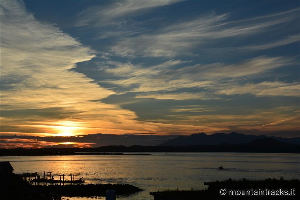 Tofino sunset on the ocean